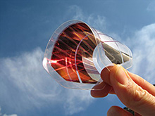 ITO-free organic solar cell module on a flexible substrate. (Source: Fraunhofer Institute ISE)